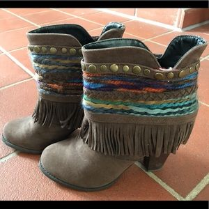 Brown Mossimo Boots with Fringe in Size 8